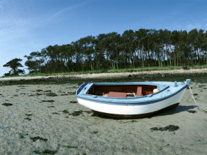 ws_boat_on_sand_1600x1200